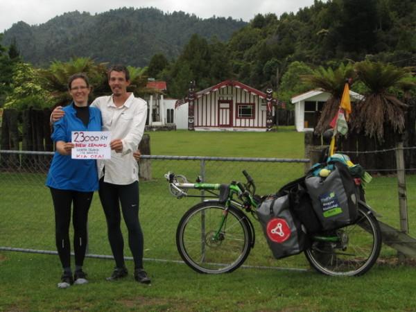 23000km-egy-wharenui-vagyis-egy-maori-kozossegi-haz-elott-uj-zeland-eszaki-szigeten_resize