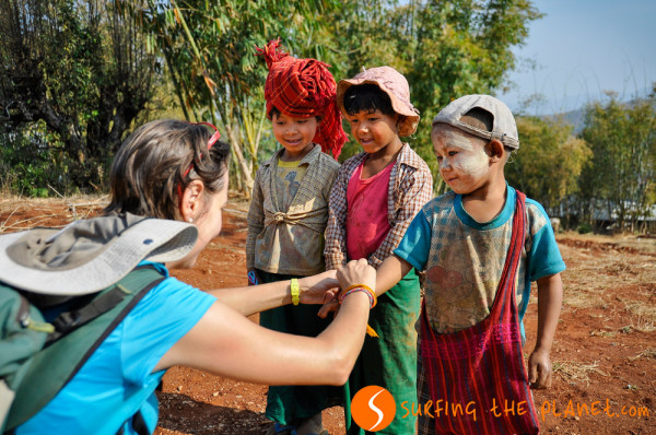 Burmai gyerekekkel