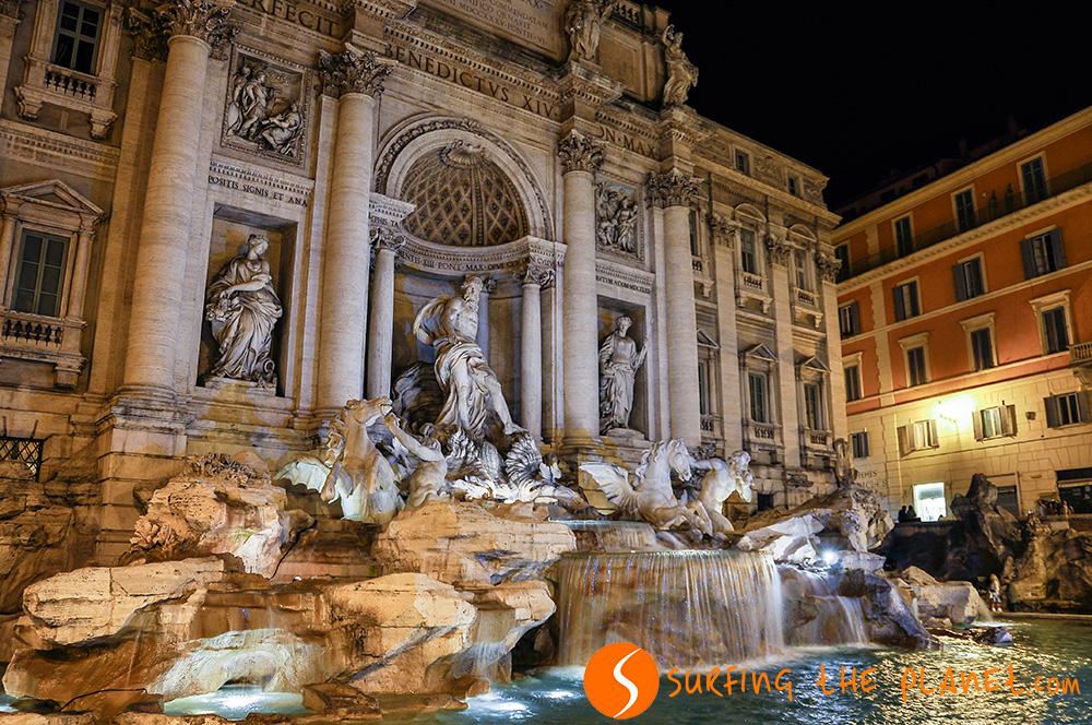 A Trevi-kút Róma legnépszerűbb látnivalója, a kútba dobott pénz a legenda szerint garantálja, hogy visszatérünk majd a városba.
