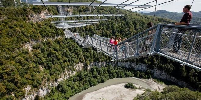 sochi-suspension-bridge-10
