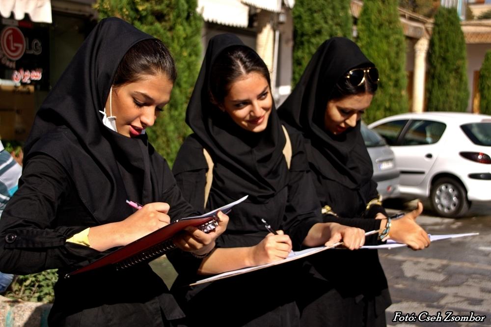 Iszfahán_Egyetemista lányok