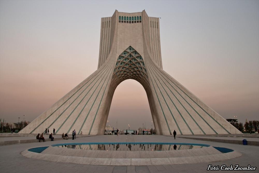Teherán_Azadi-torony