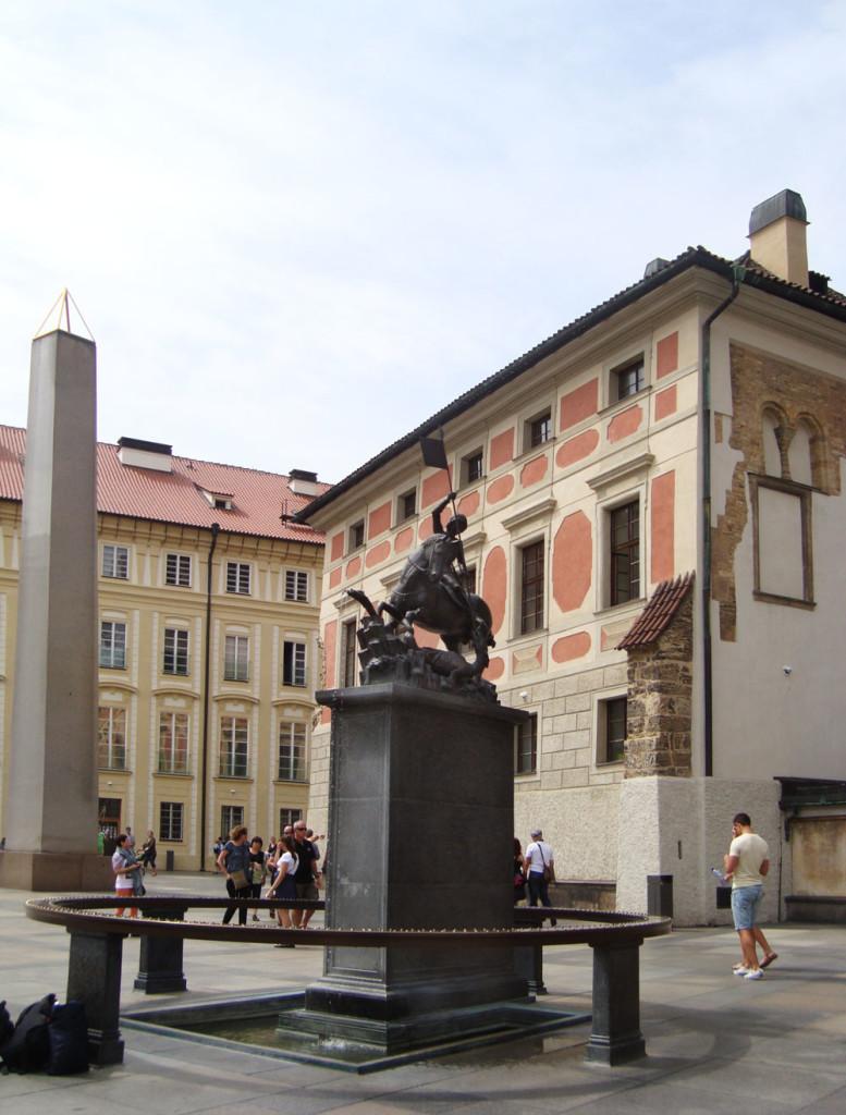 Pragai var_Szent Gyorgy szobor_Kolozsvari fiverek szobra