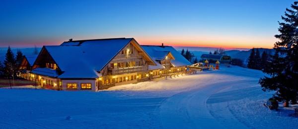 Az alpesi stílusú étterem és apartmanház a Cerknoi síparadicsomban