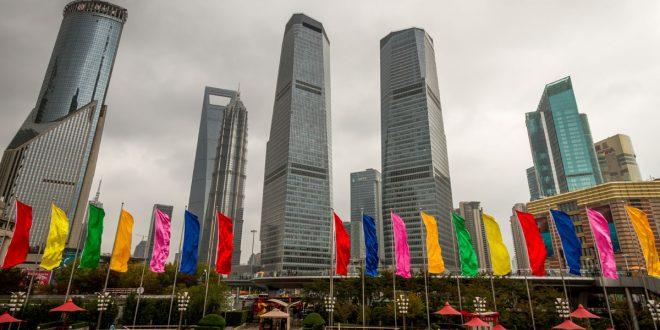 Shanghai felhőkarcolói között