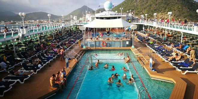 Mit csinál 130 digitális nomád egy óceánjárón? – Utazás a Nomad Cruise fedélzetén