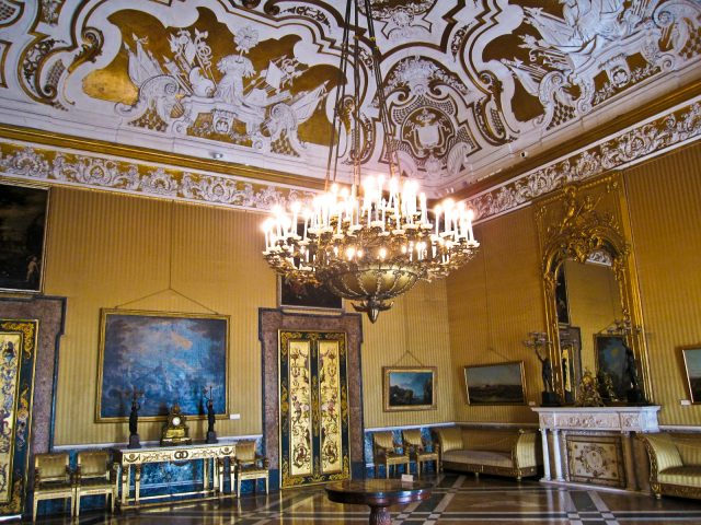palazzo-reale_kiralyi-palota_napoly